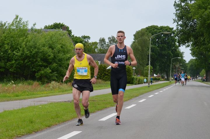 Willie Berends (links) uit Klazienaveen in actie op de Vastenow