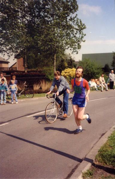 """Jans Jagt: """"Mijn tweede halve marathon in Klazienaveen. De eerste editie in 1984; naast mij op de fiets mijn broer Geert."""""""