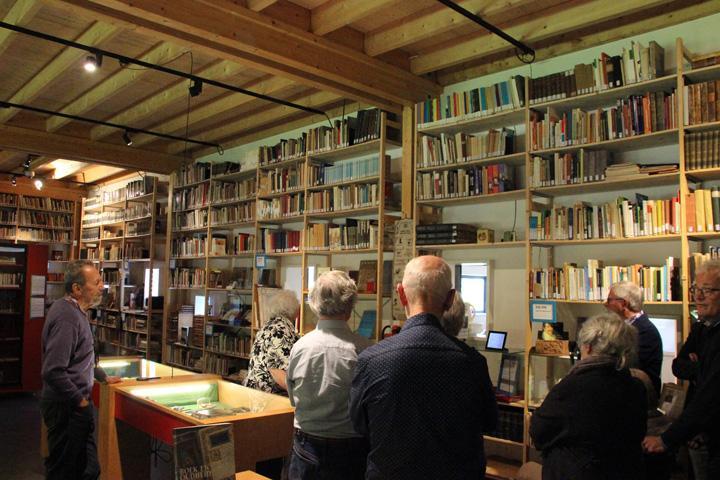 Voor de presentatie van het boek Willehad kregen belangstellenden een rondleiding door Collectie Brands.
