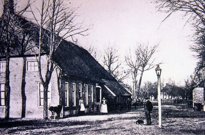 De boerderij/logement van Geert Kuiper in Hooghalen voor de verbouwing in 1914.