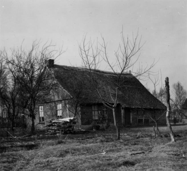 De woning van de familie Tappel-Siebum aan de Zuidersloot in 1958