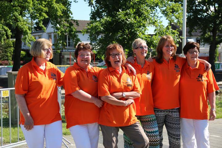 Vrijwilligers bij de Drenthe Marathon voor de verzorging bij de finish.